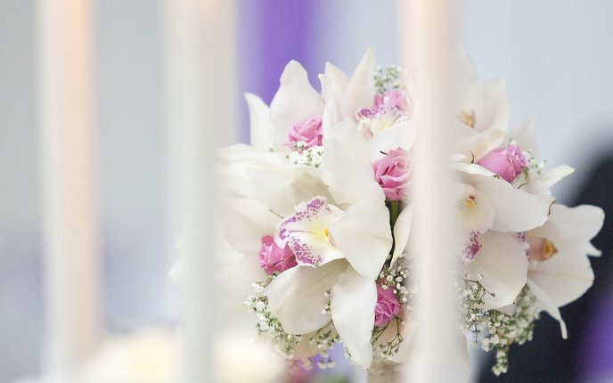White and pink flower bouquet - Roses and orchids