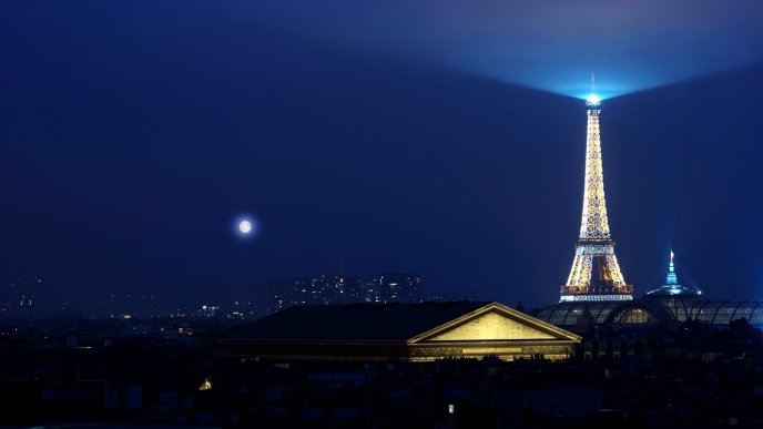 Tower Eiffel with many lights in night