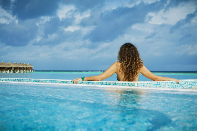 Download Wallpaper Luxury Pool In Paradise