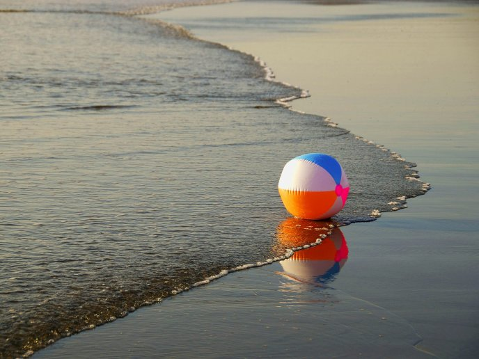 Colorful ball in the sea water - HD wallpaper