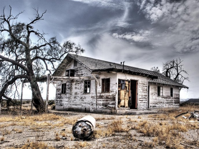 Download Wallpaper Old Wood House In The Dessert