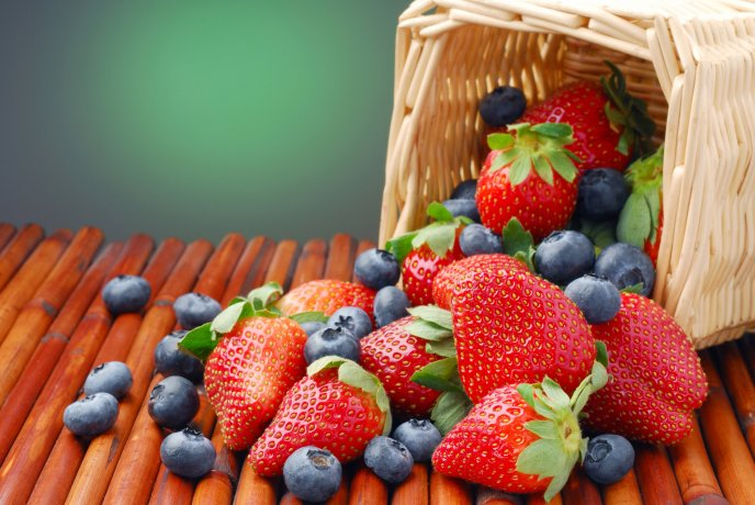 Basket full with strawberries and blueberries - Macro wall