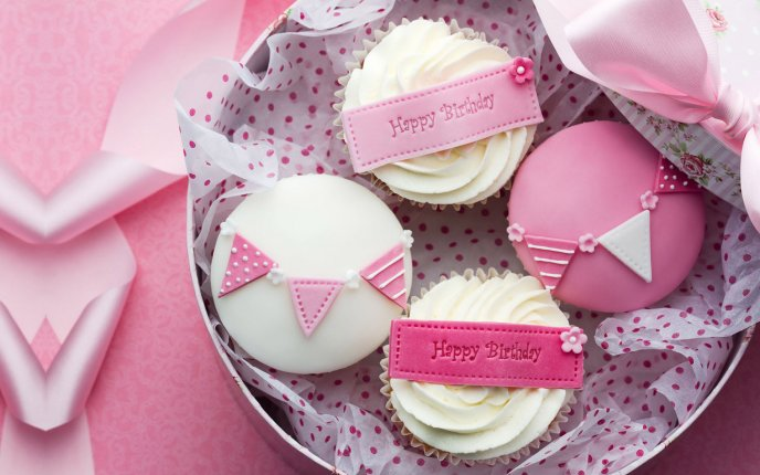 Pink small cakes for a little princess - Happy Birthday