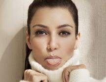 Kim Kardashian beauty face