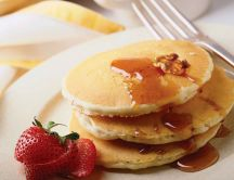 American pancakes with strawberries and nuts