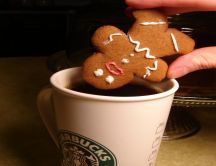 Gingerbread man from Shrek drowned in coffee