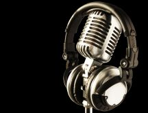 Microphone and headphones HD wallpaper