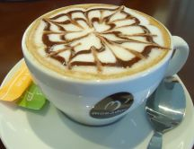 Flower - art in a cup of coffee - Makador