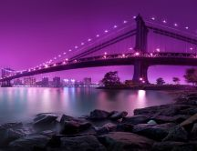 Manhattan bridge light the sky in purple - New York