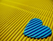 Blue heart on a yellow background - HD wallpaper