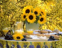Yellow - the color of summer, sunflowers and happiness