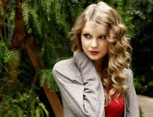 Taylor Swift in the woods - beautiful blonde singer