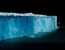 Abstract ice shelf in the dark - HD wallpaper