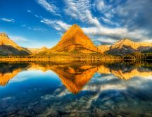 Wonderful nature wallpaper - mountain in the mirror
