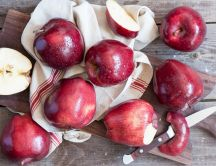 Delicious red apples - HD wallpaper