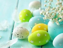 Beautiful Easter Eggs and blossom flowers - HD wallpaper