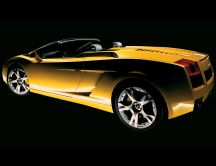 Wonderful yellow Lamborghini Gallardo Spyder Car