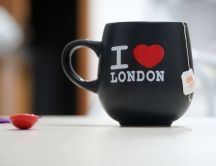 A tea cup with the message: I love London