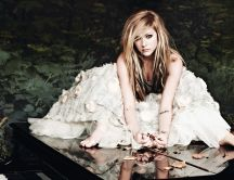 Avril Lavigne in white dress on the piano