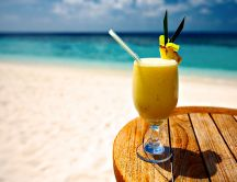 Delicious vanilla cocktail at the seaside - HD wallpaper