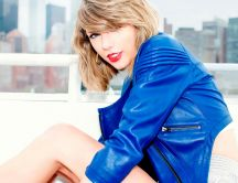 Gorgeous Taylor Swift with blue jacket