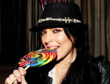 Lindsay Lohan eat a big colorful lollipop