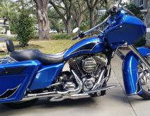 Blue Harley Road King - Custom motorcycle