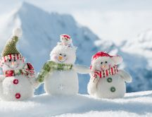Happy three snowmen - beautiful white winter wallpaper