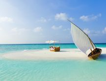 Private beach on a small island in Maldive - HD wallpaper