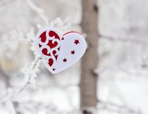 Hand made heart on the window - HD winter wallpaper