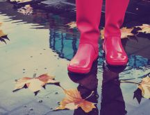 Pink water shoes on a rainy Autumn day - Play outside